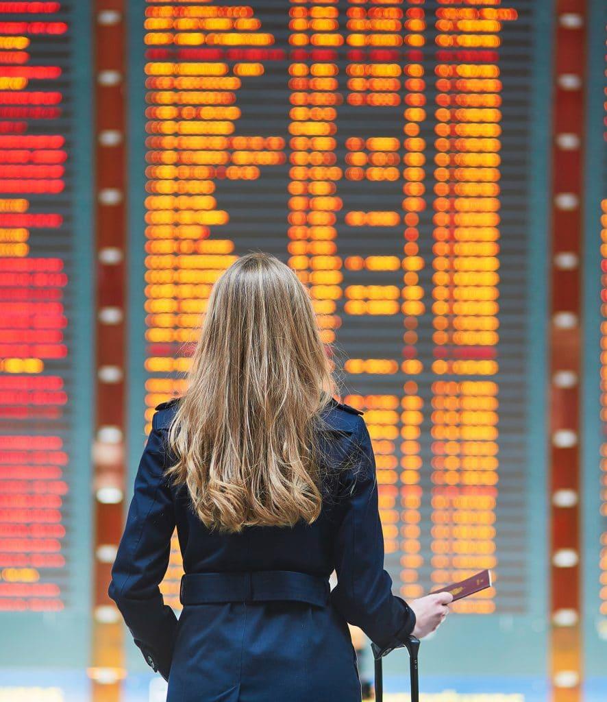 Tablero de vuelos del aeropuerto